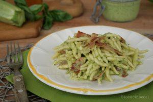 Trofie al pesto di zucchine e speck