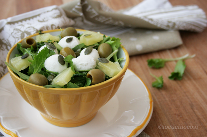 Insalata con ananas e olive