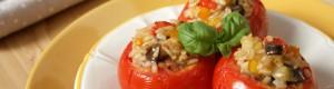 Pomodori ripieni di riso integrale e verdure