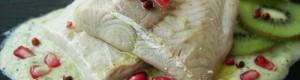 Salmone con salsa al kiwi, melograno e pepe rosa