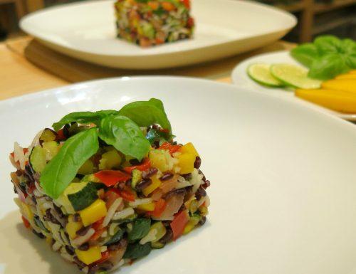 insalata di riso black and white con salmone e mango