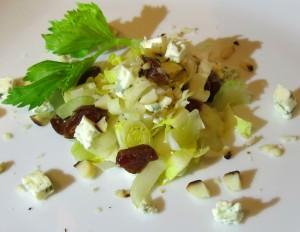 insalata di indivia belga con datteri e blue cheese orig2