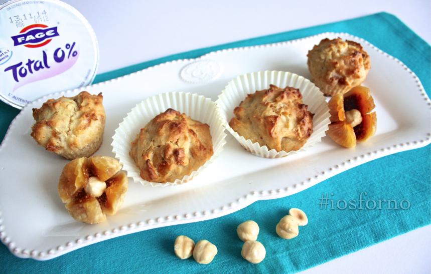Muffins allo yogurt greco, fichi secchi e nocciole