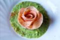 Rosa di pasta alla barbabietola con ripieno di piselli e fagioli   ricetta vegana