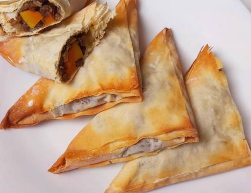 Triangolini di pasta fillo ripieni di zucca, lenticchie e carote | ricetta vegana