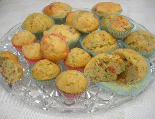 Muffin ai porri zucchine e salsiccia piccante