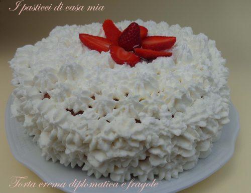 Torta crema diplomatica e fragole