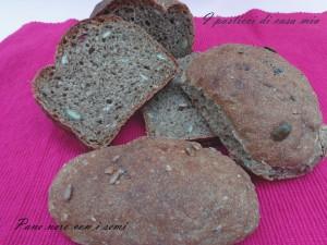 Pane nero con i semi