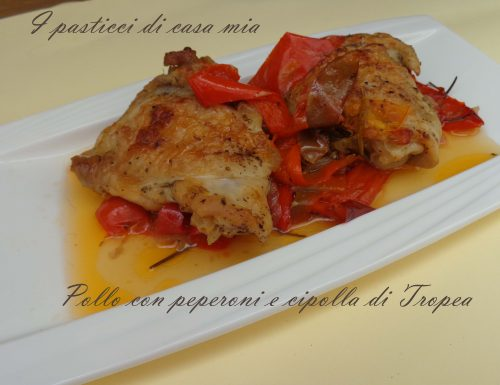 Pollo con peperoni e cipolla di Tropea