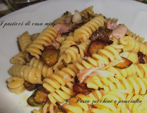 Pasta zucchine e prosciutto