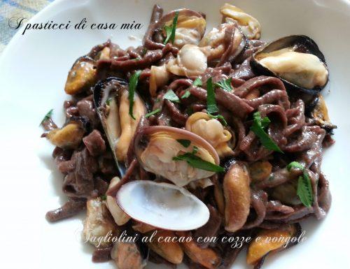 Tagliolini al cacao con cozze e vongole