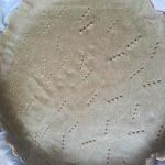 Pasta brisè stesa e bucherellata