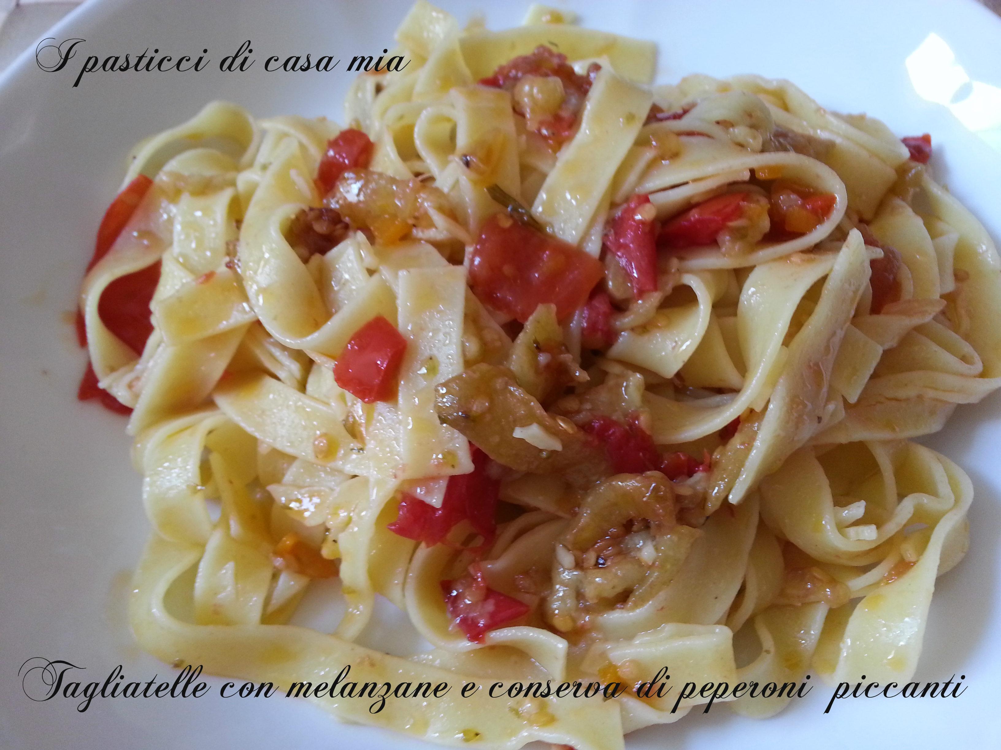 Tagliatelle con melanzane e conserva di peperoni  piccanti