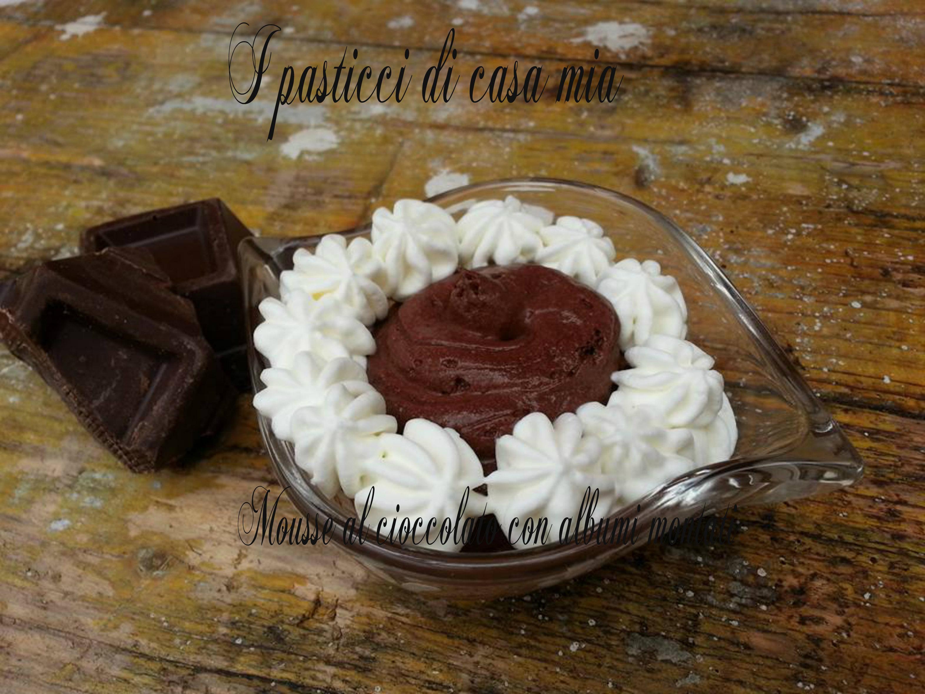Mousse al cioccolato con albumi montati