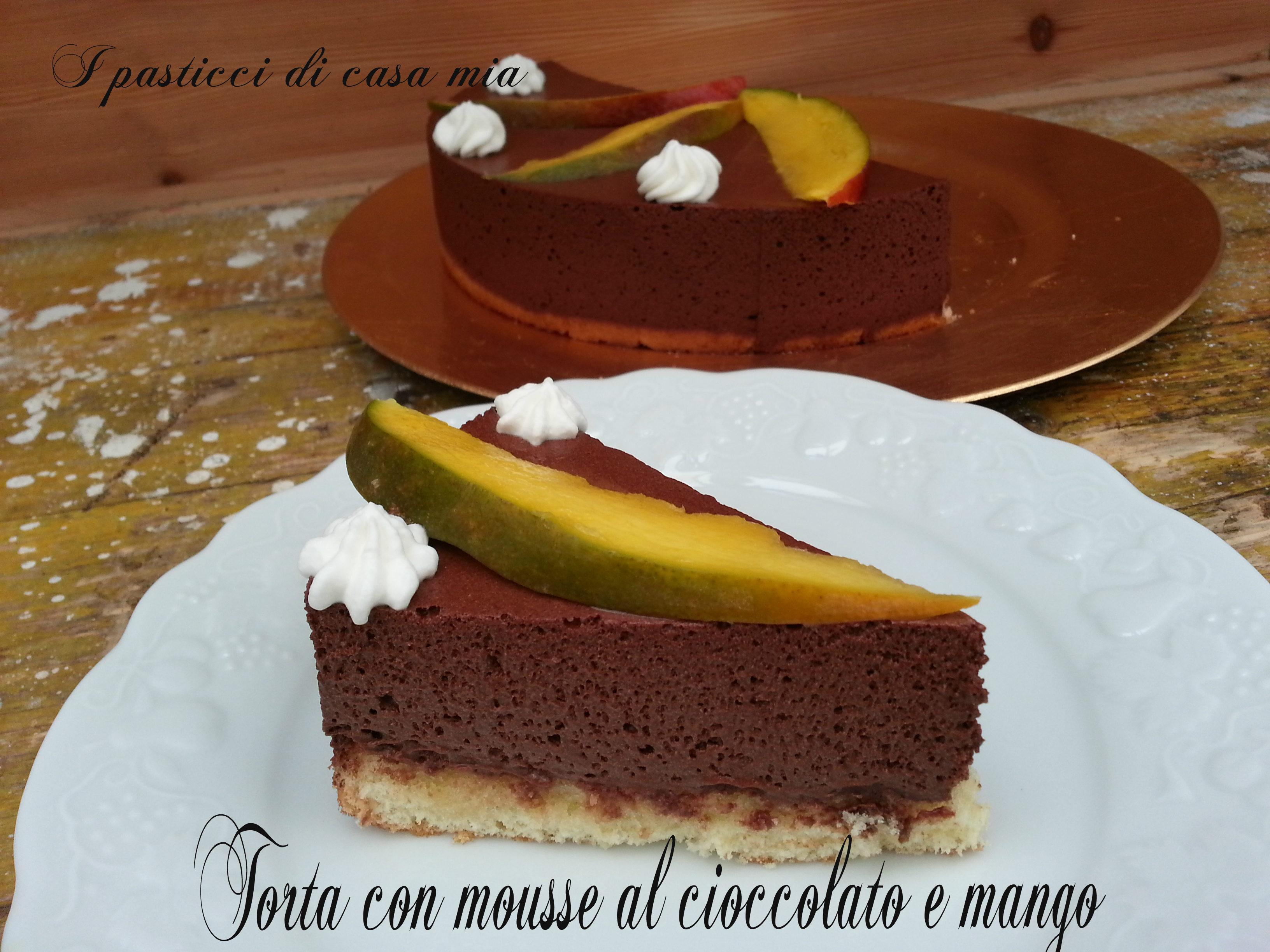 Torta con mousse al cioccolato e mango