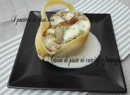 Cestini di pasta ai carciofi e formaggio