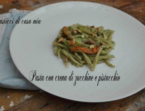 Pasta con crema di zucchine e pistacchio