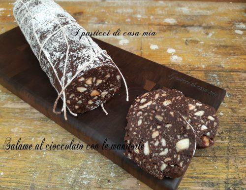 Salame al cioccolato con le mandorle