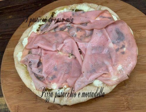 Pizza pistacchio e mortadella