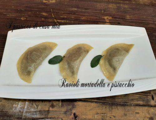 Ravioli mortadella e pistacchio