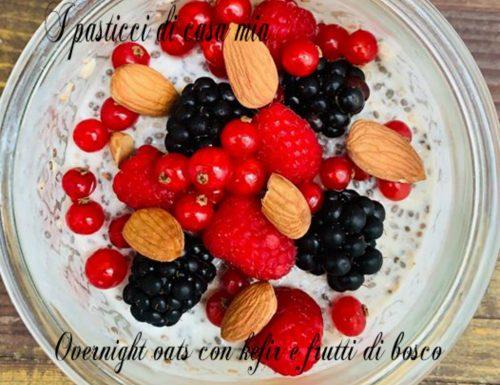 Overnight oats con kefir e frutti di bosco