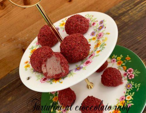 Tartufini al cioccolato ruby con polvere di lampone