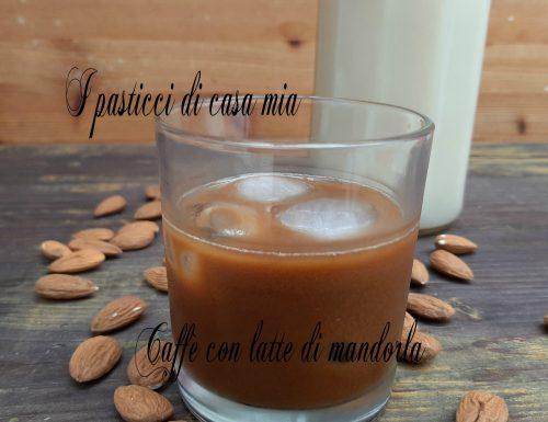 Caffè con latte di mandorla