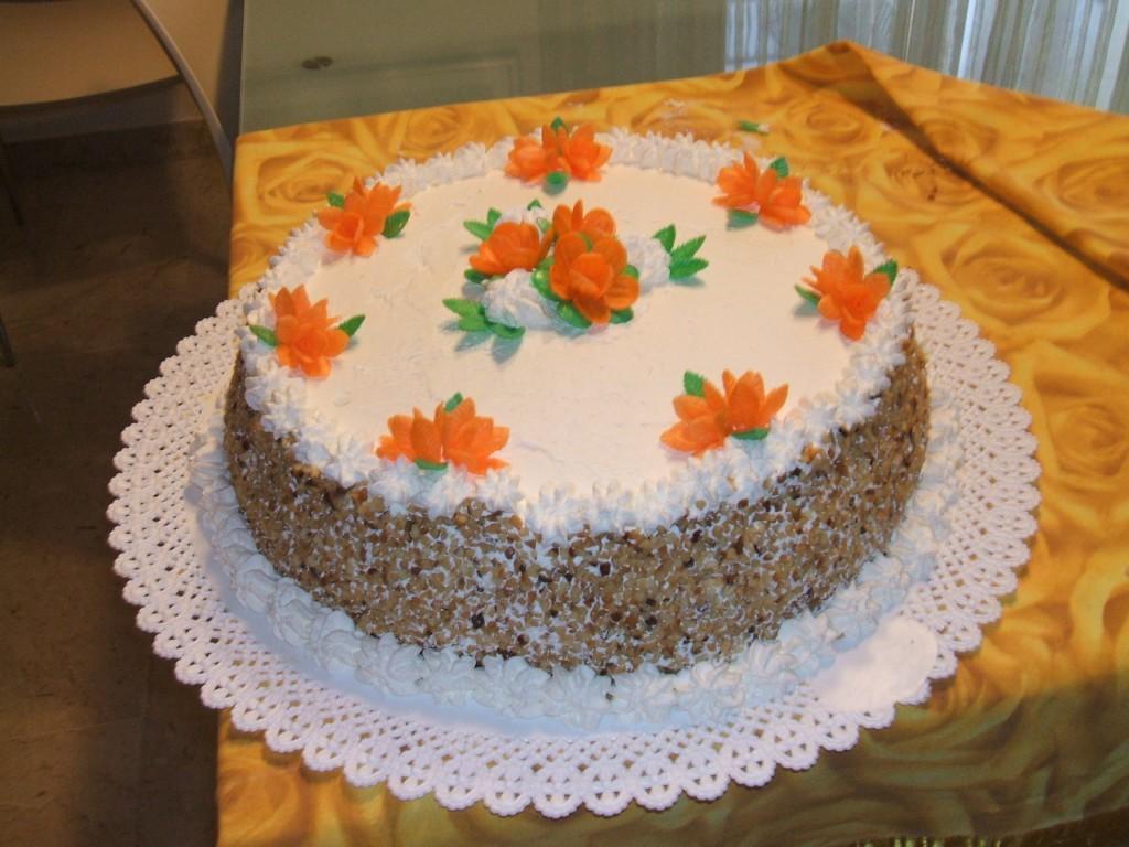 Torta decorata con fiori d'ostia