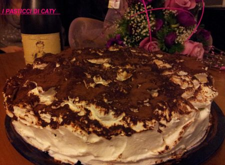 Delirio al cioccolato con crema di nocciole e panna