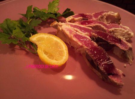 Tagliata di tonno fresco pepe e limone