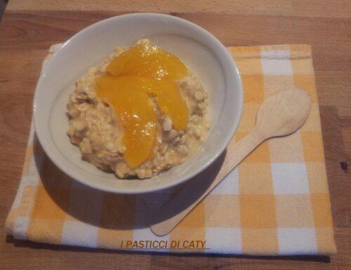 Porridge alla pesca senza cottura