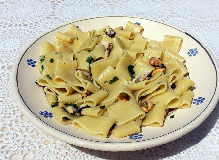 Calamarata alle cozze aglio olio e peperoncino