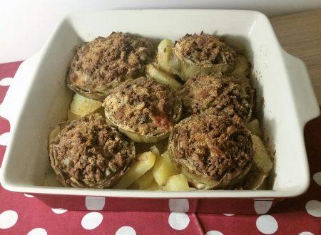 Carciofi ripieni di carne su letto di patate