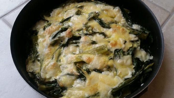 cicoria uova e scamorza