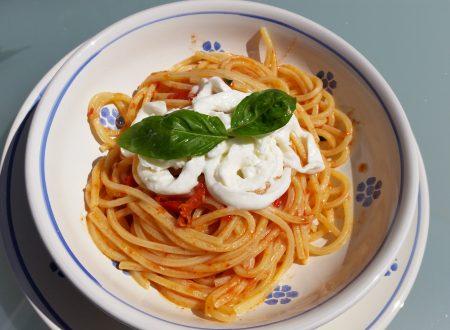 Spaghetti pomodorini e stracciatella