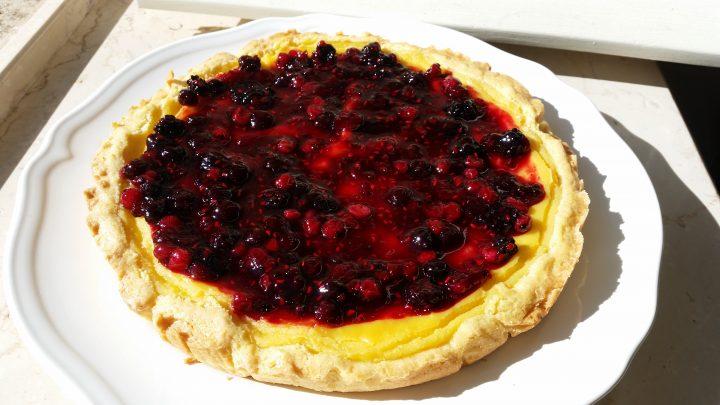 Crostata con crema alla vaniglia e frutti di bosco