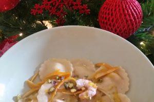 Ravioli di mazzancolle e robiola con salsa agrumata mazzancolle e trio di pistacchi