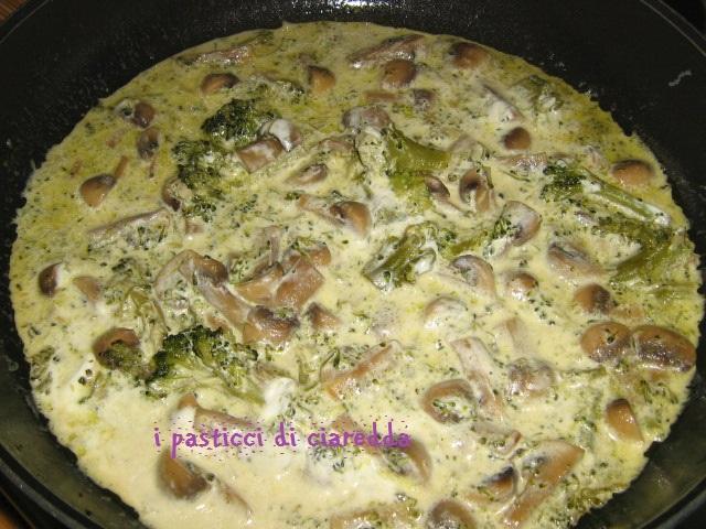 Pasta con funghi e broccoli