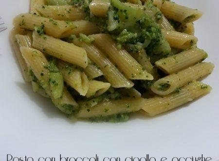 Pasta con broccoli, cipolla e acciughe