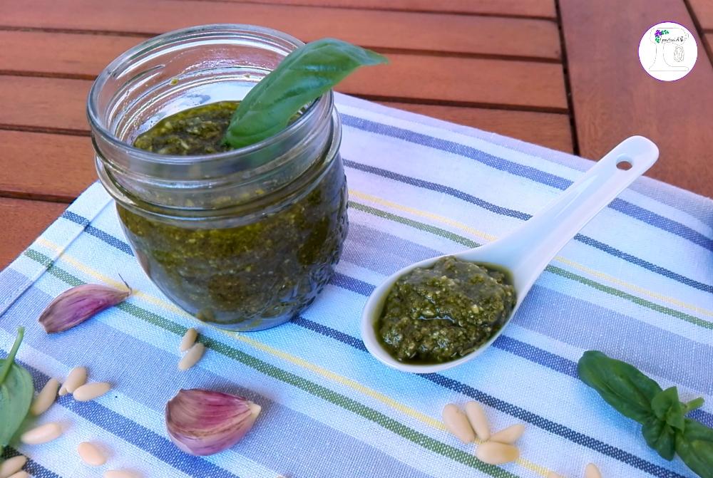 Pesto di basilico fatto in casa blog di i pasticci di ile for Basilico in casa