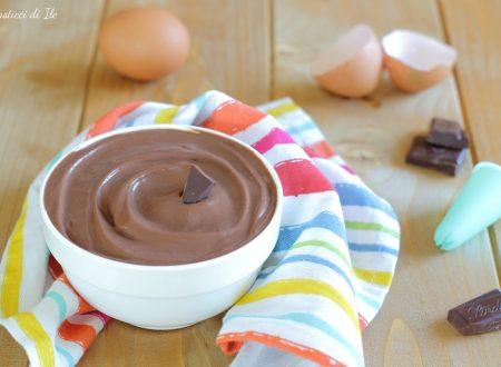 Crema pasticcera al cioccolato con uova intere