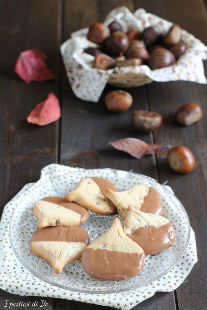 biscotti con farina di castgne e cioccolato