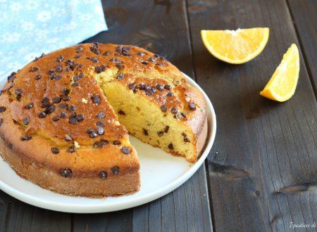 Torta con arancia frullata e gocce di cioccolato