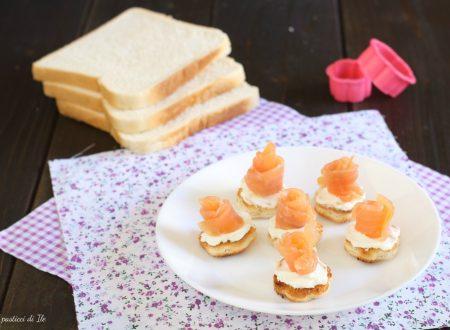 Tartine con salmone affumicato e formaggio fresco