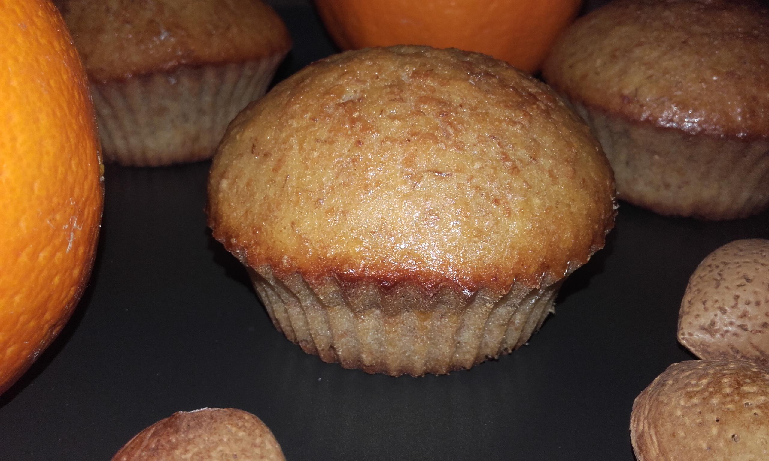 muffin morbidi arancia e mandorle