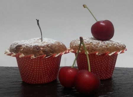 Muffin allo yogurt e ciliegia