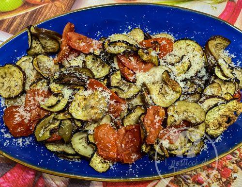 Melanzane, pomodorini e parmigiano.