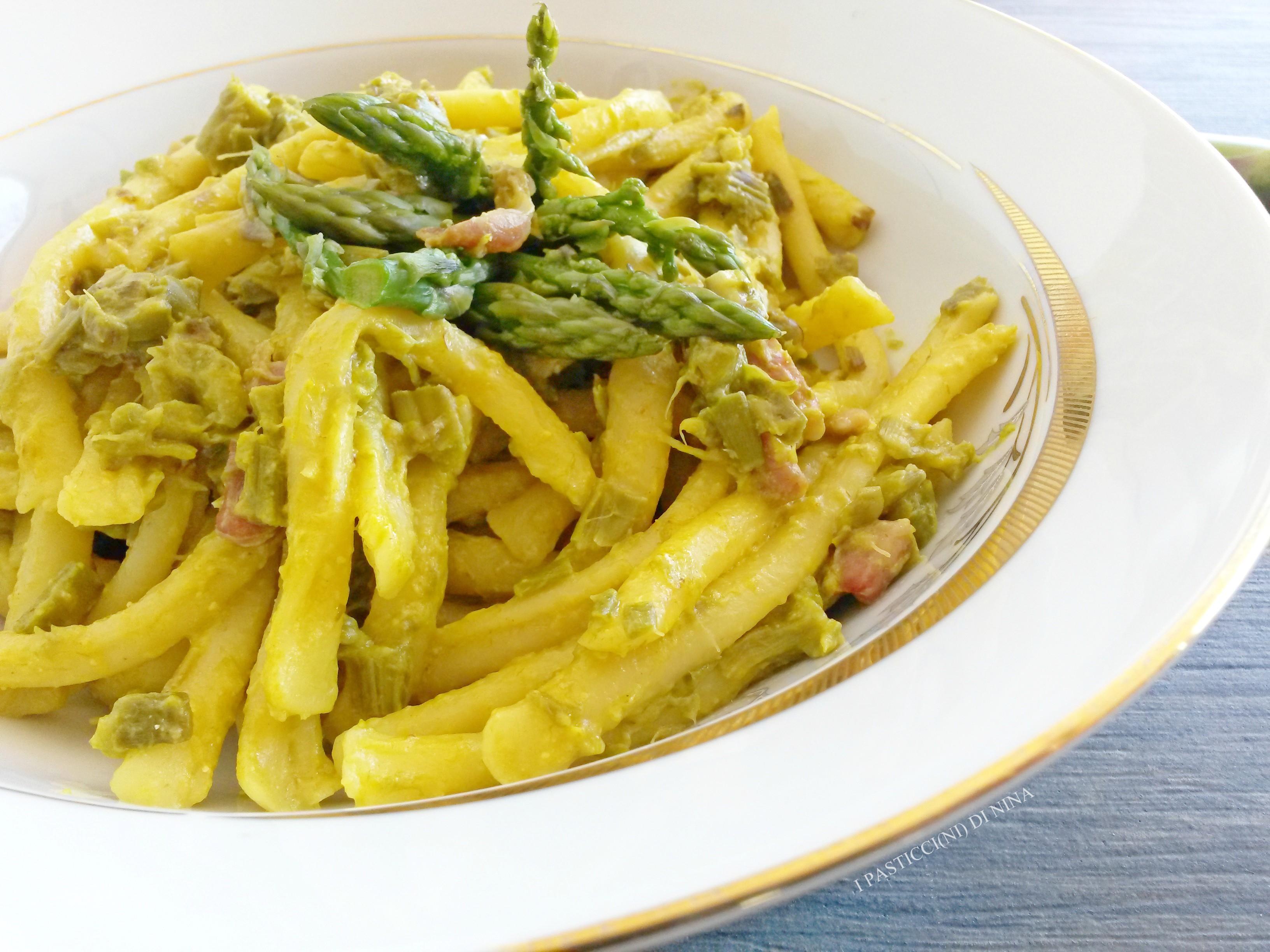 Pasta con asparagi, zafferano e pancetta