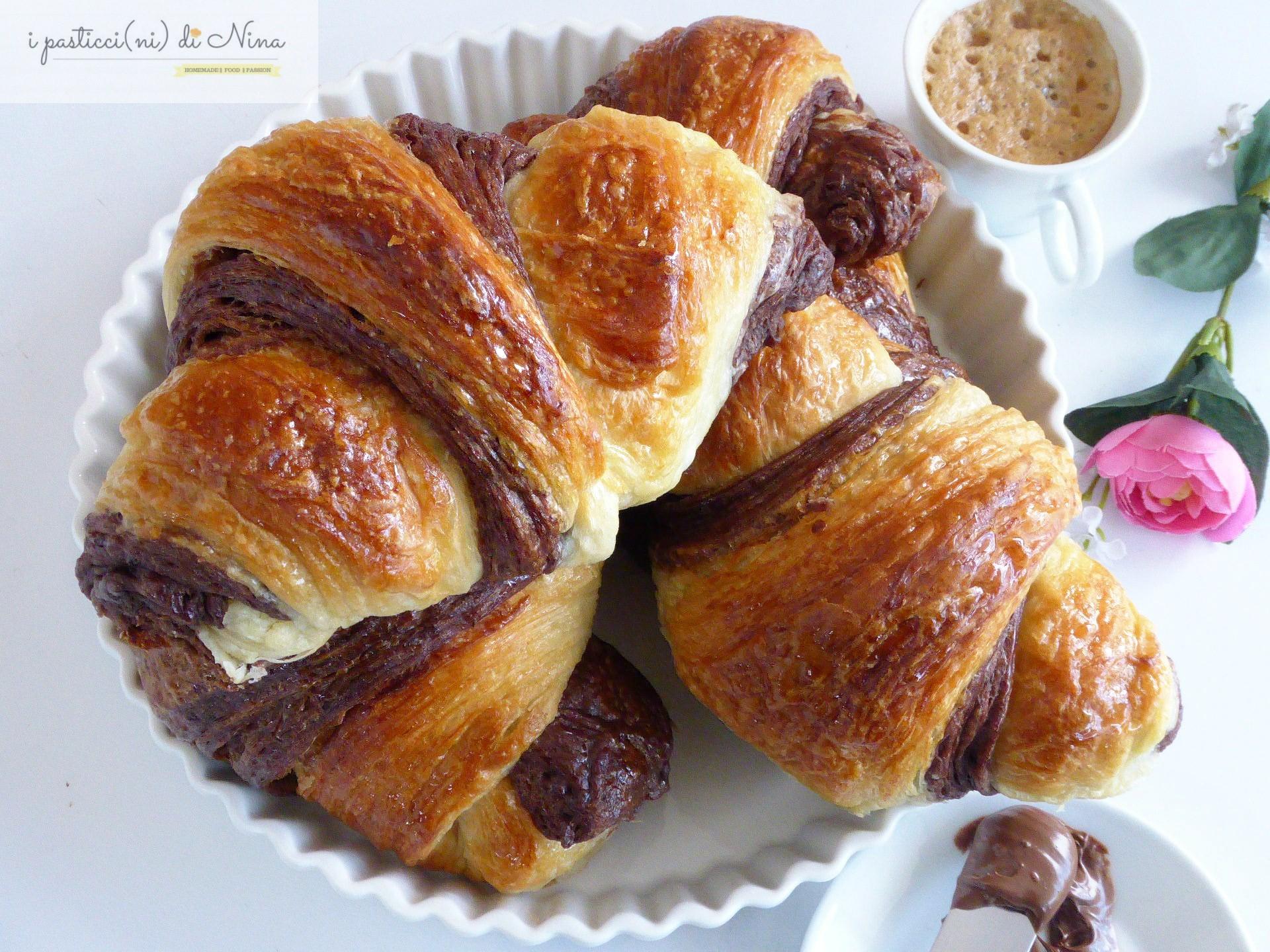 croissant bicolore con sfogliatura doppia