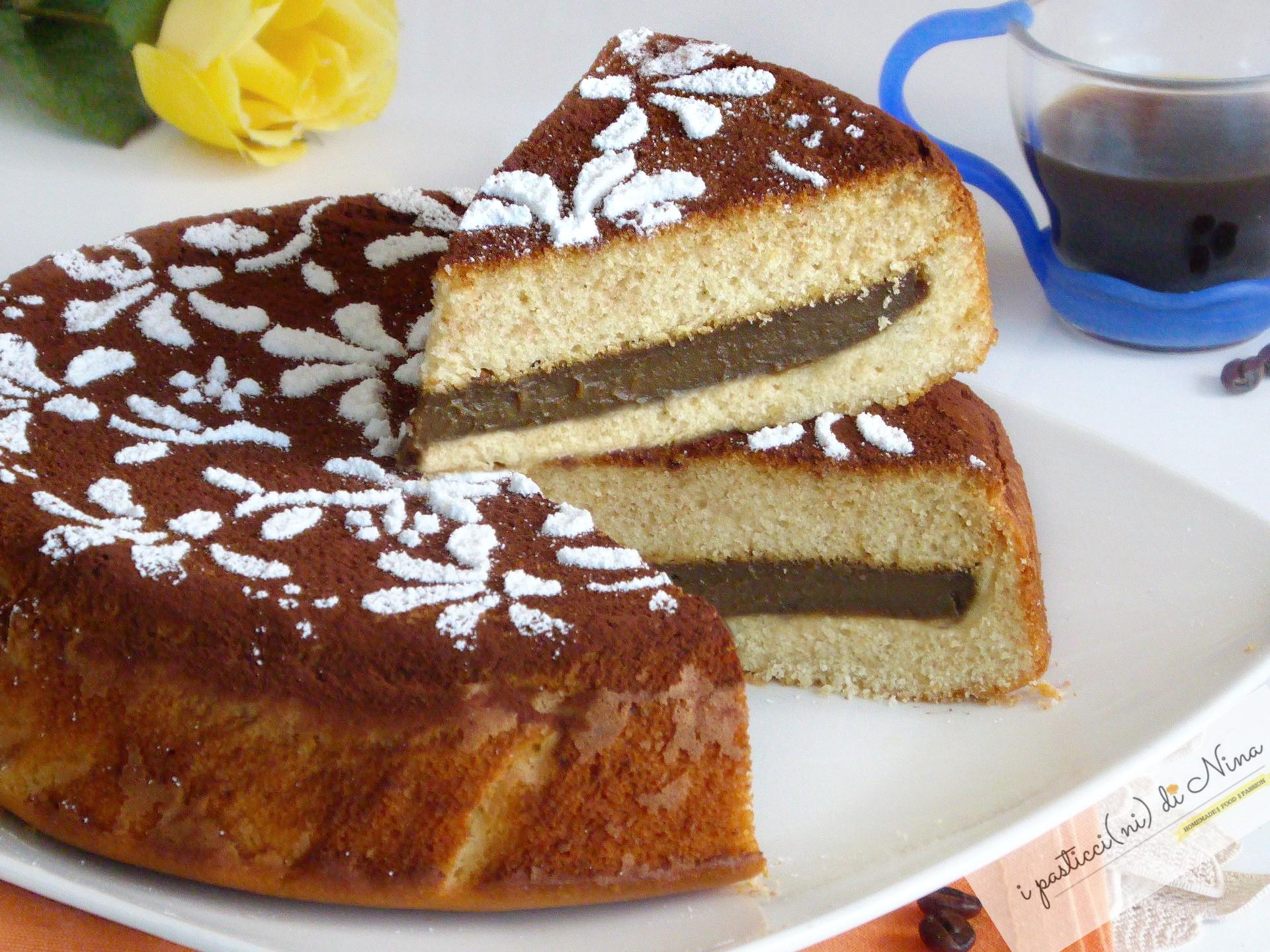 torta versata con crema al caffè